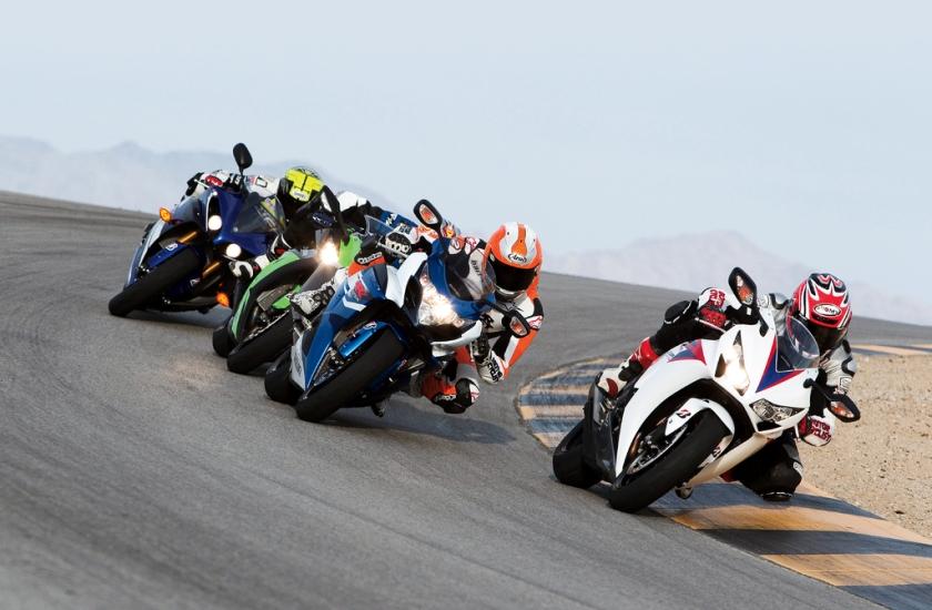 competidores carrera de motos