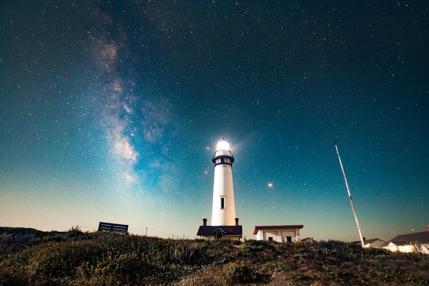 light-lighthouse-sky-night-star-atmosphere-140573-pxhere.com